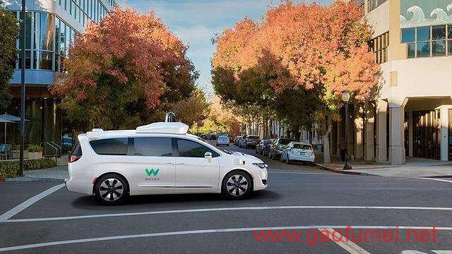 Waymo无人驾驶汽车在凤凰城正式上路前排不设有人类司机