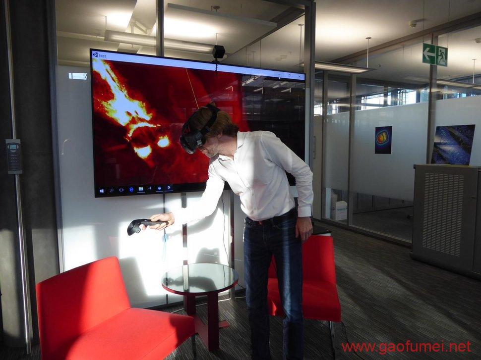 带上头显看脑子瑞士开发观察大脑的VR系统