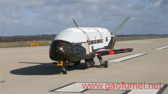 美国空天飞机X-37B服役近两年终返航今年或将继续升空